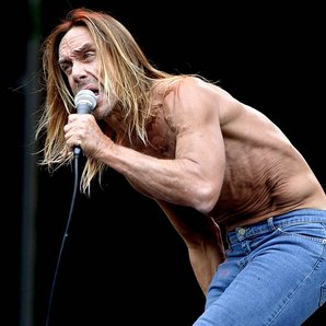Iggy Pop performing in 2003