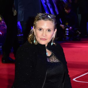 Carrie Fisher with dog at Star Wars premiere
