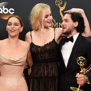 Game Of Thrones Amelia Clarke Sophie Turner and Ki